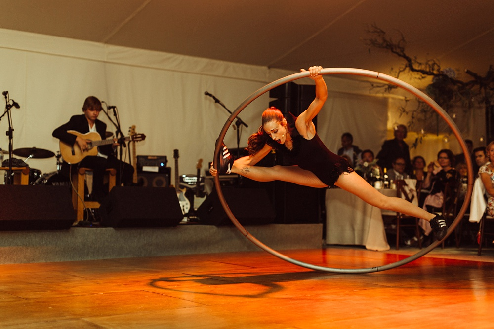 acrobatic dancer and singer perform for New Forest wedding