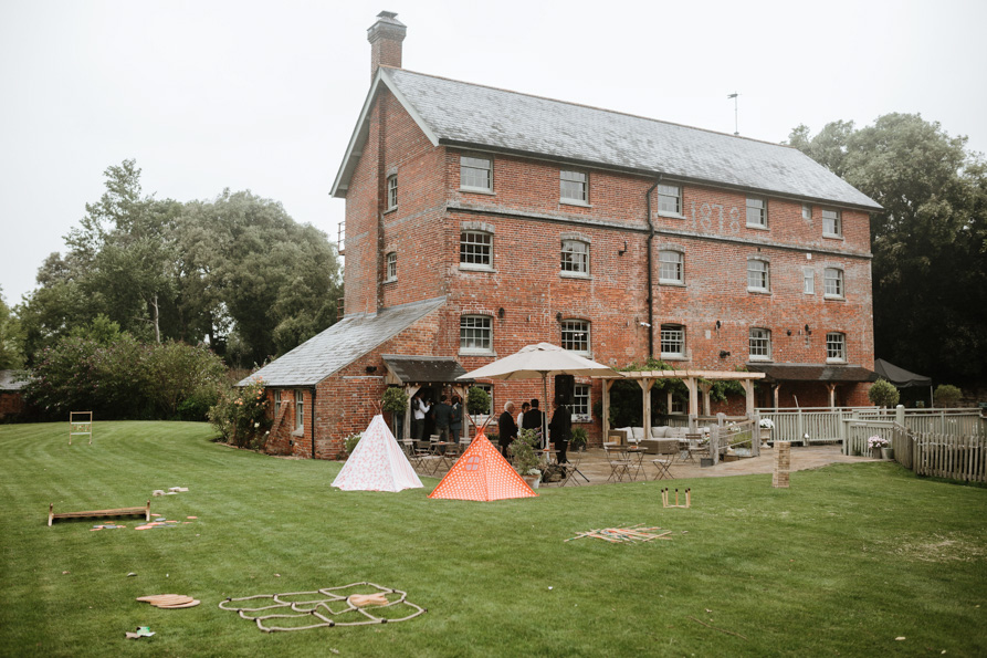 Top 10 barn wedding venues london wedding photographers for Top 10 wedding venues