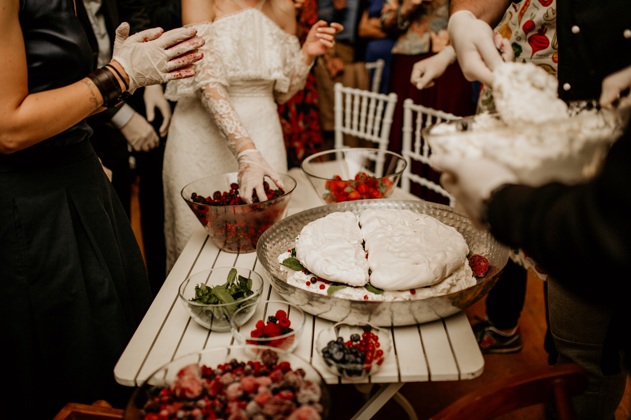 make your own wedding cake for the wedding reception