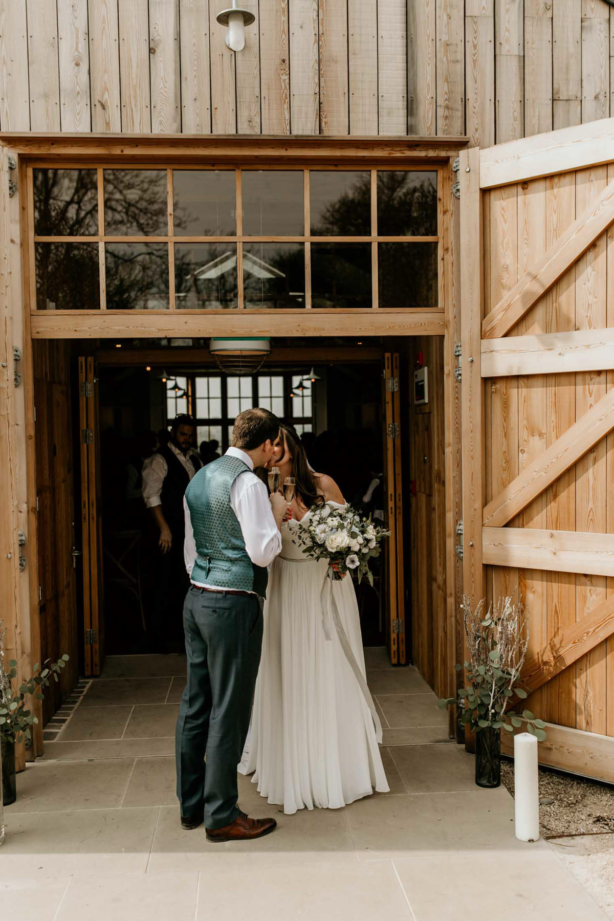 first kiss at hyde house the cotswolds wedding venue