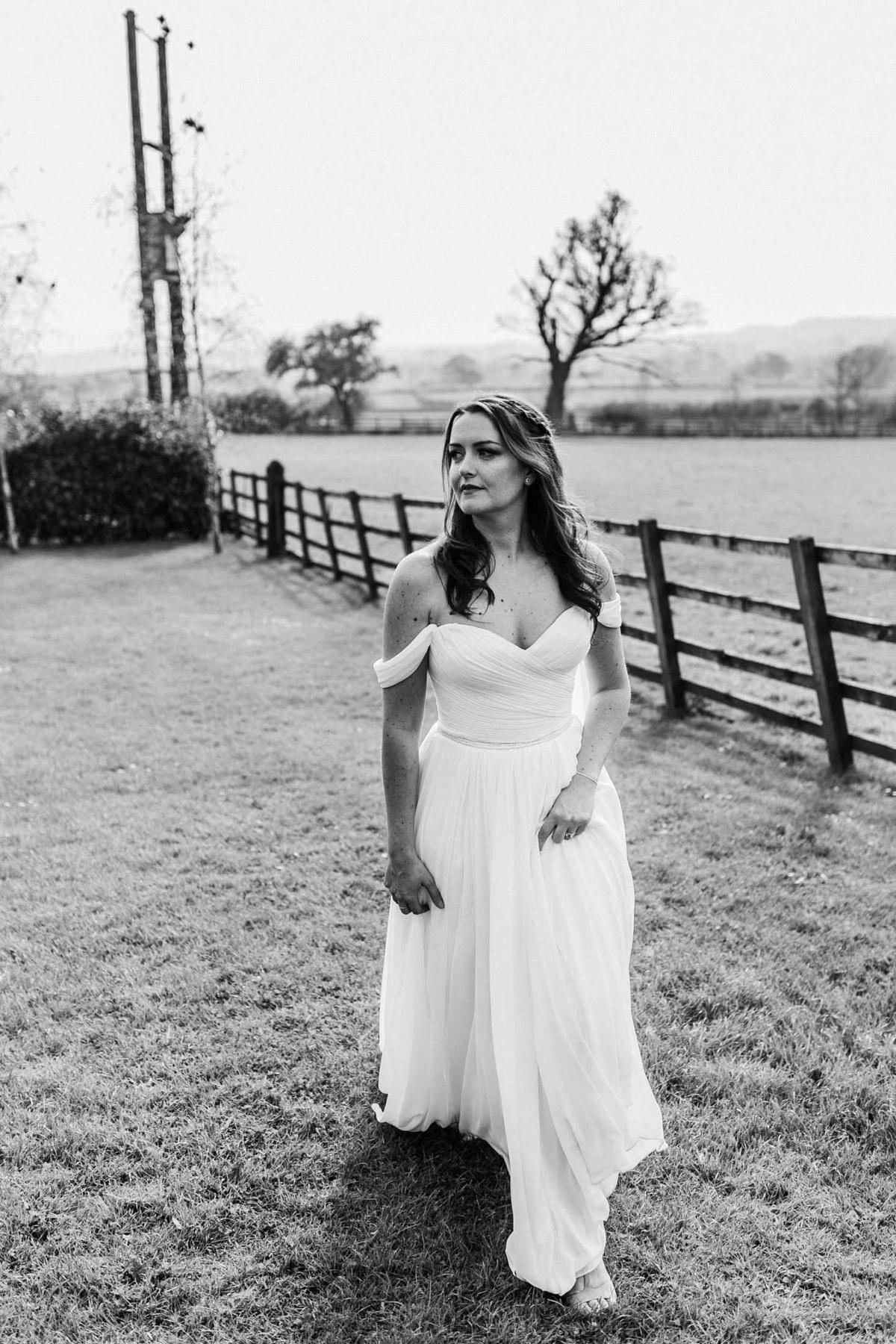 bride walking in her enzeaoni wedding dress at hyde house wedding venue